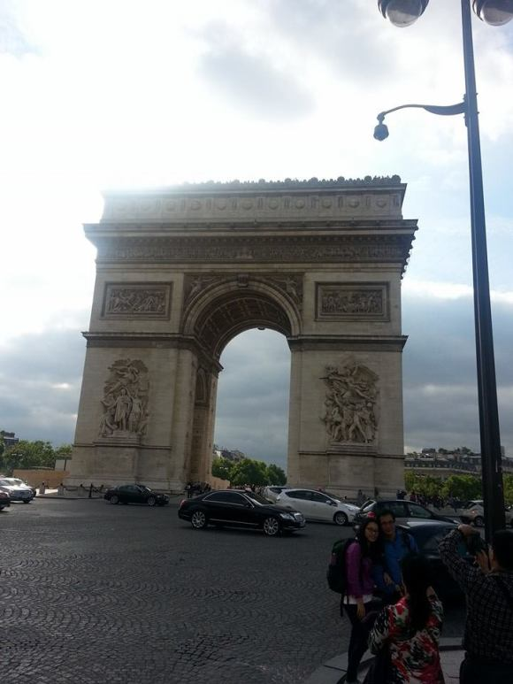 In this unique writing retreat, writers have the opportunity to explore Paris on their own during the evening. There is nothing more beautiful than walking the streets of Paris while the sun is setting! Doing so after a full day of living the writing life is even more extraordinary!